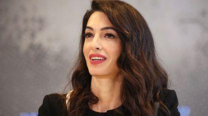 Amal Clooney wil nieuw internationaal gerechtshof voor misdrijven rond seksueel misbruik