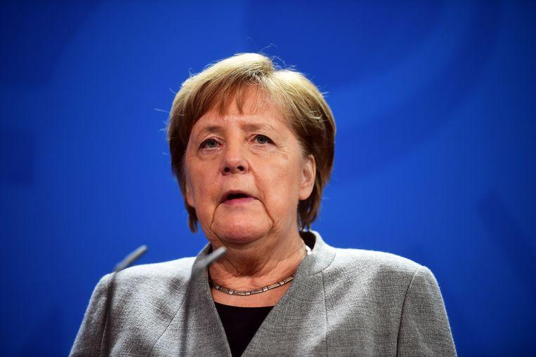 De partij verwijt Merkel ervan om te negatief te reageren op de verkiezing van Thüringse minister-president Thomas Kemmerich. Haar uitspraken zouden de gelijkheid tussen de partijen schaden.