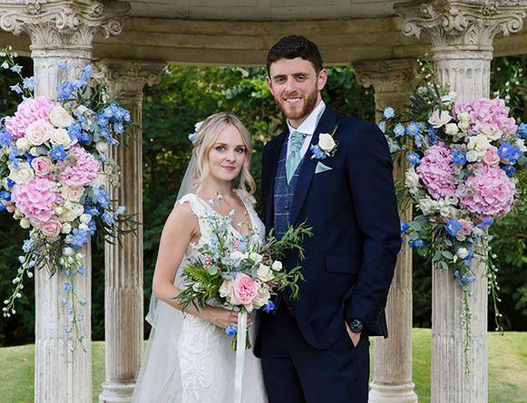 Agent Andrew Harper en zijn vrouw Lissie tijdens hun huwelijk, slechts enkele weken geleden.