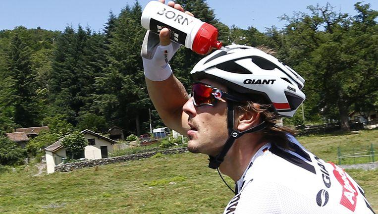 John Degenkolb zoekt verkoeling tijdens de zesde etappe. Beeld null