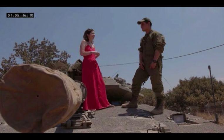 Met een Amerikaans-Joodse militair op een tank Beeld