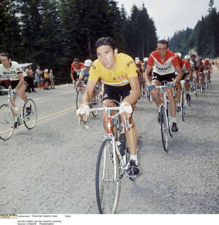 Eddy Merckx in de gele trui tijdens de legendarische Tour de France in 1969.