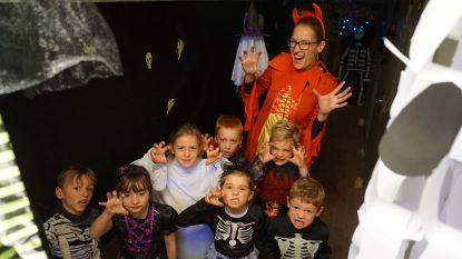 Leerlingen Atlantis bouwen spookhuis in kelder van school