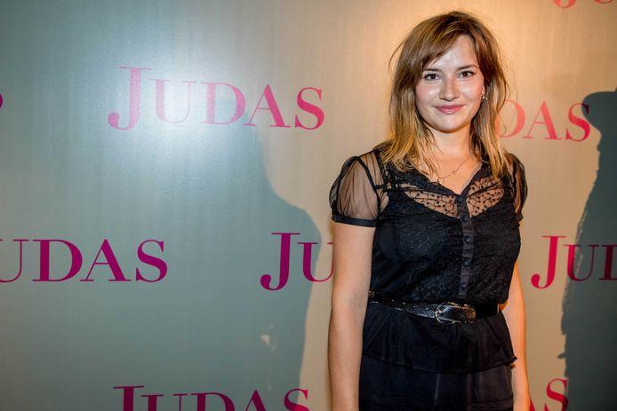 Barbara Sloesen op de rode loper voorafgaand aan de premiere van Judas in de Meervaart in Amterdam. Het theaterstuk is gebaseerd op de gelijknamige bestseller van Astrid Holleeder.