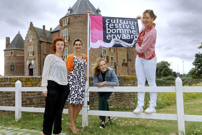 Vier deelnemers aan de kunstroute: Anneke Klein, Erna van Lith, Annita Smit en Ellen van der Leeden (vlnr).