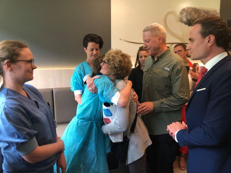 Het werd een hartelijke ontmoeting tussen Richard Norby, zijn vrouw Pamela en de verpleegkundigen.