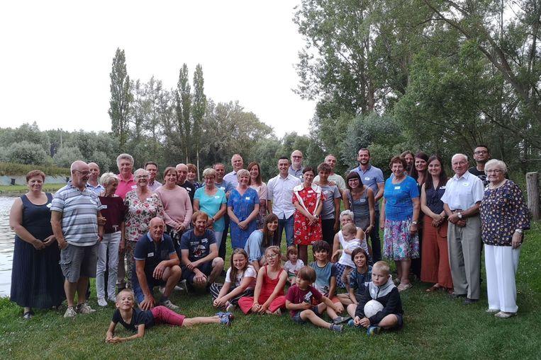 Met een 50-tal aanwezigen was het allereerste straatfeest van de Kleine Steenweg een succes.