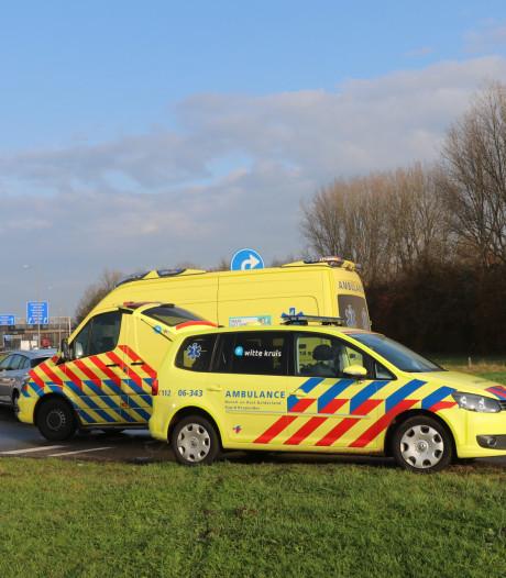 Een gewonde na ongeval naast tankstation op A50 bij Klarenbeek