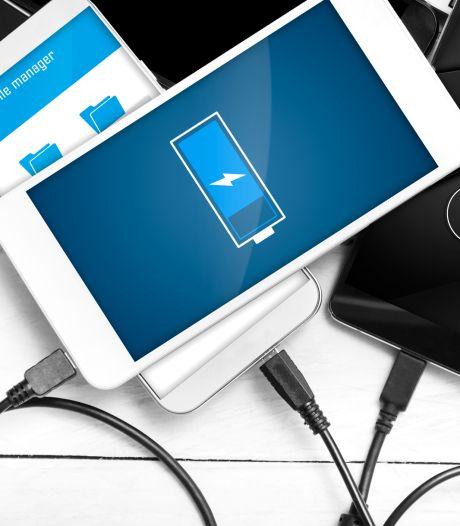 Is het schadelijk je telefoon in de lader te laten als hij 100% vol is?
