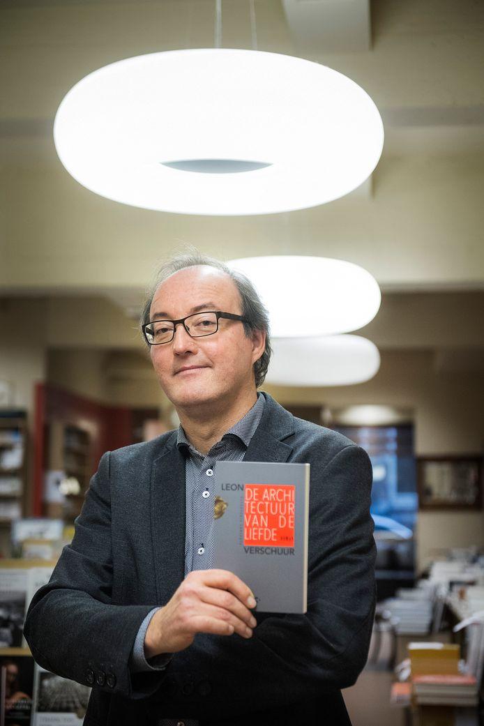 Leon Verschuur uit Nijmegen in boekhandel Roelants.