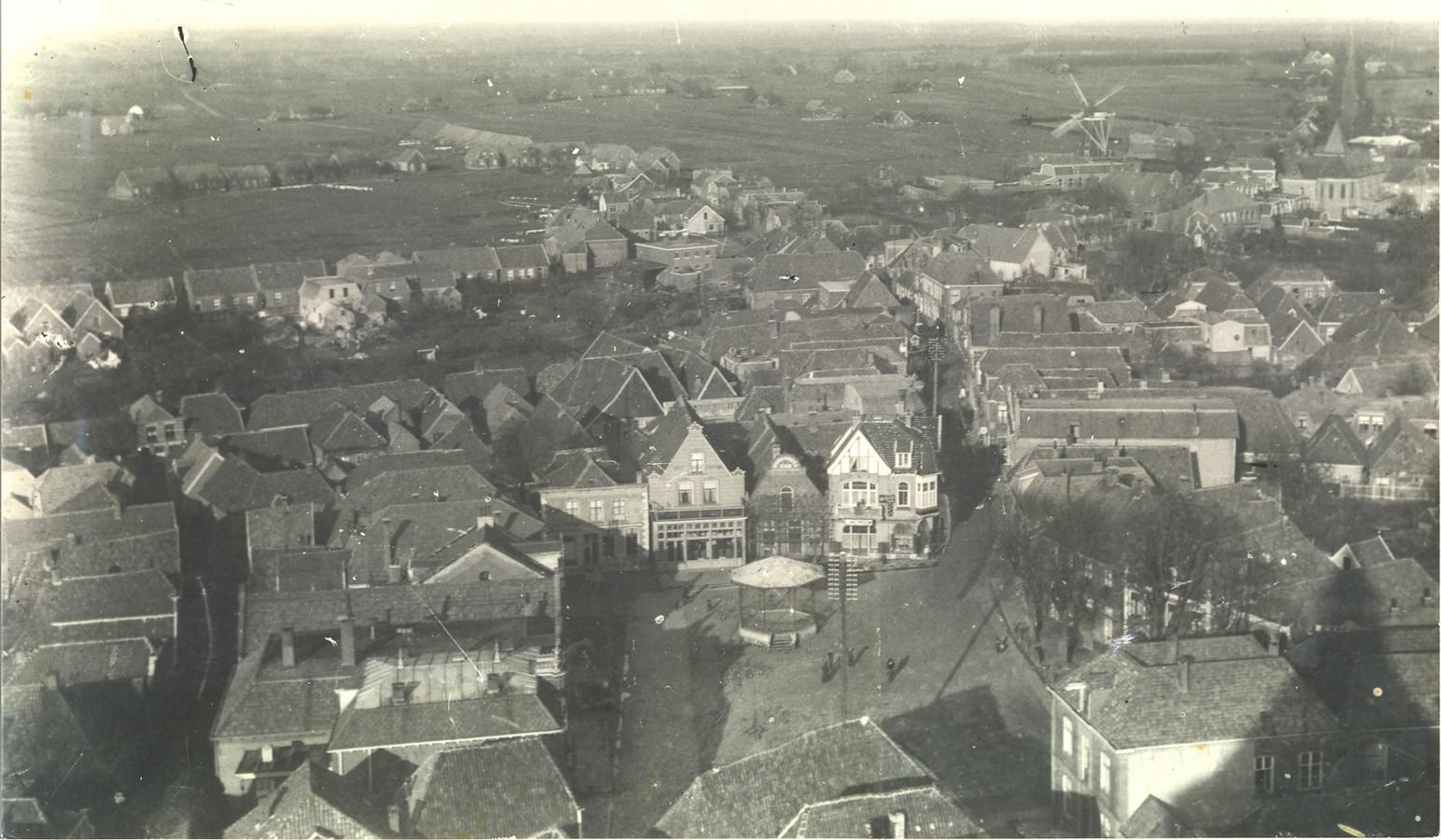 Oldenzaal met op de achtergrond de molen van de familie Reerink.