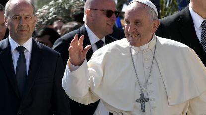 """Paus bedankt Italiaanse politie voor bescherming tegen """"gekke terroristen"""""""