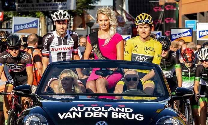 Tourwinnaar Geraint Thomas en nummer twee uit de Tour, Tom Dumoulin, voor aanvang van de 37ste Profronde van Surhuisterveen.