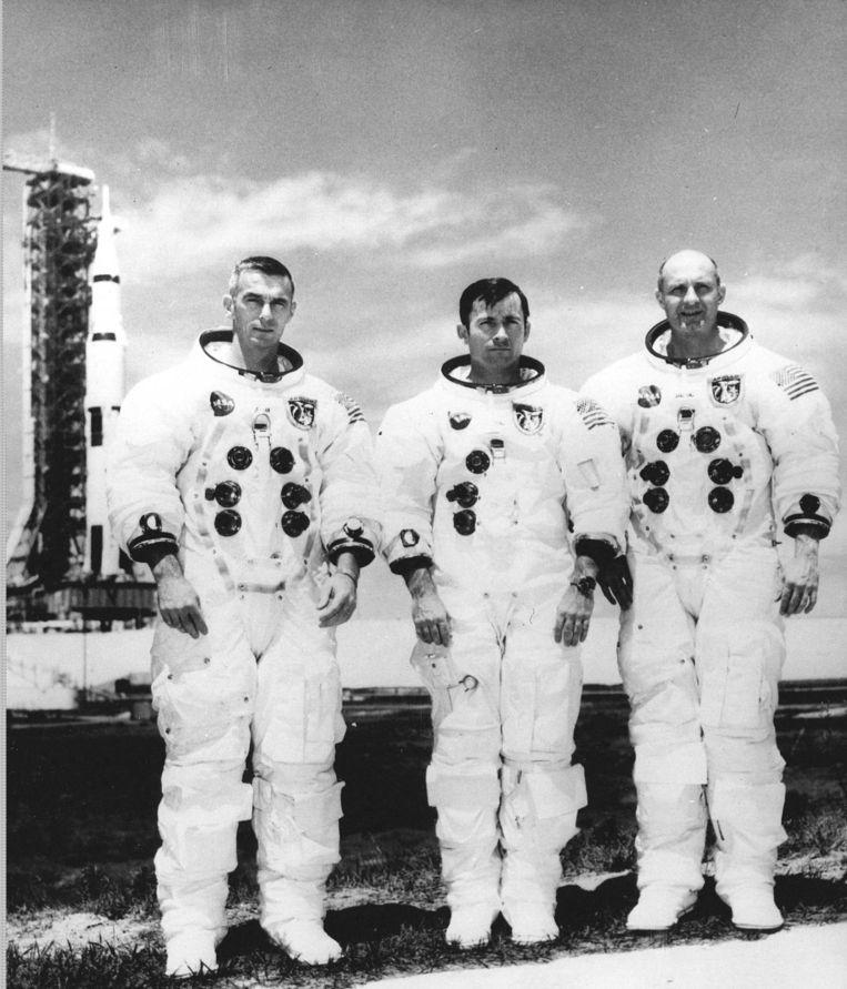 Van links naar rechts: Eugene Cernan, John Young en Tom Stafford voor vertrek met hun Apollo 10-missie. Beeld epa