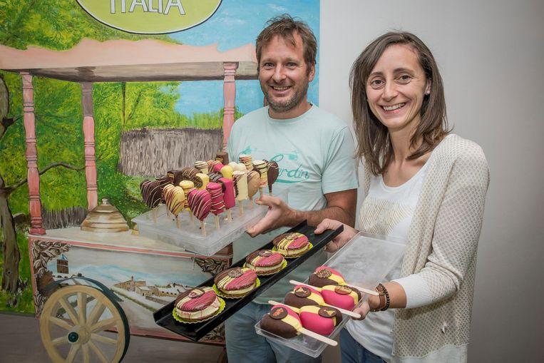 Bert Watteny en Wendy Vanden Nest van Gelateria Italia hebben duivelse frisco's en macarons klaar.