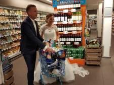 Huwelijkscadeau voor bruidspaar: minuut gratis winkelen bij AH Markt