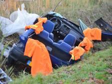 Man bevrijd uit auto die van weg raakte bij Zundert, moet zwaargewond naar ziekenhuis