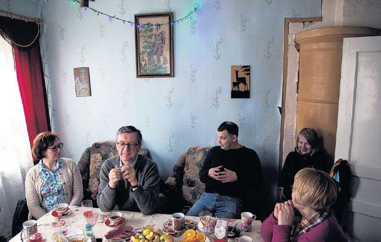 Op bezoek in Tolmachevo, bij broer Nikolai en zijn vrouw Galina. Beeld Aleksandr Solo