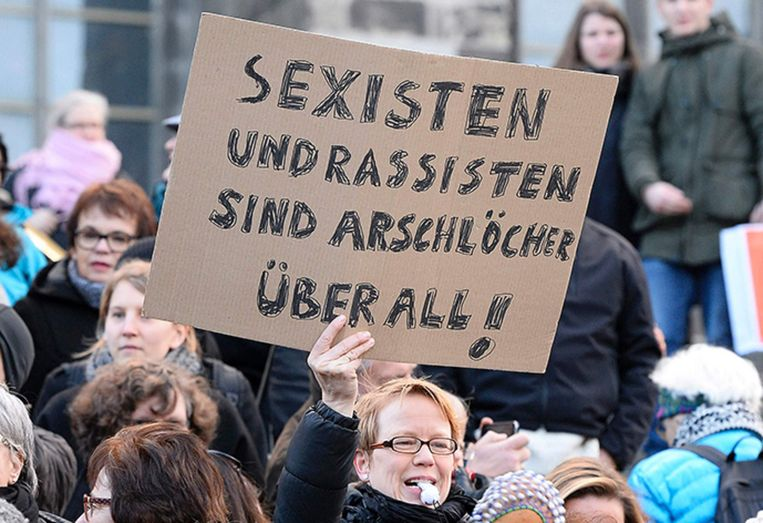 Vrouwen demonstreren zaterdag in Keulen. Beeld afp