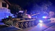 Dronken Pool scheurt met tank uit Tweede Wereldoorlog door stadscentrum