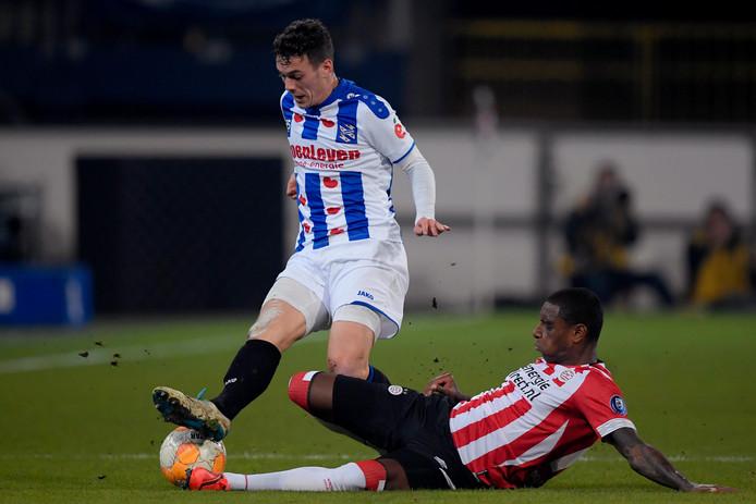 Pablo Rosario (r) mist dit seizoen weinig minuten bij PSV.