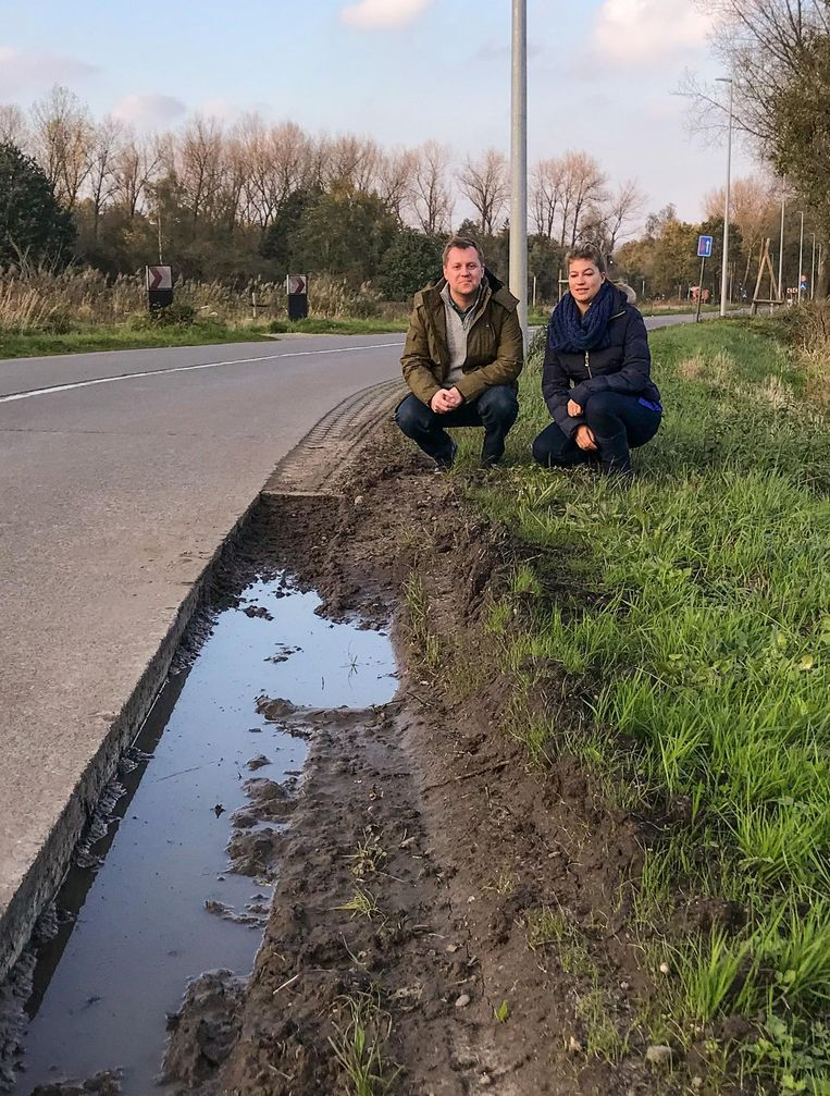 Karel Noppe en Eline De Bruyne aan de vernieuwde Weimanstraat.