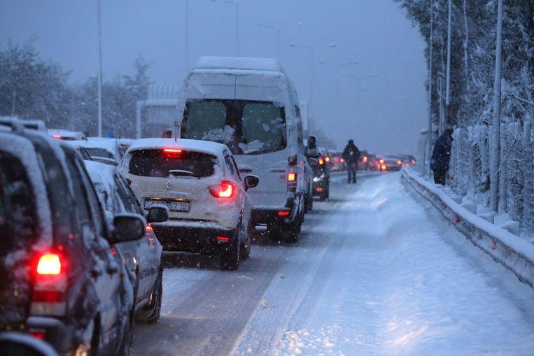 Het verkeer werd door sneeuwstormen flink in de war gestuurd in Griekenland.
