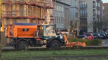 Ochtendspits rond Antwerpse binnenstad in de soep door strooiwagen die olie lekte