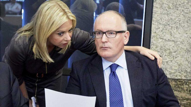 Ministers Jeanine Hennis-Plasschaert van Defensie en Frans Timmermans van Buitenlandse Zaken bij het algemeen overleg in Tweede Kamer over de IS-missie. Beeld anp