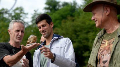 Djokovic daagt nog uit en brengt bezoek aan goeroe die stelt dat 'zijn' piramides helend effect op corona hebben
