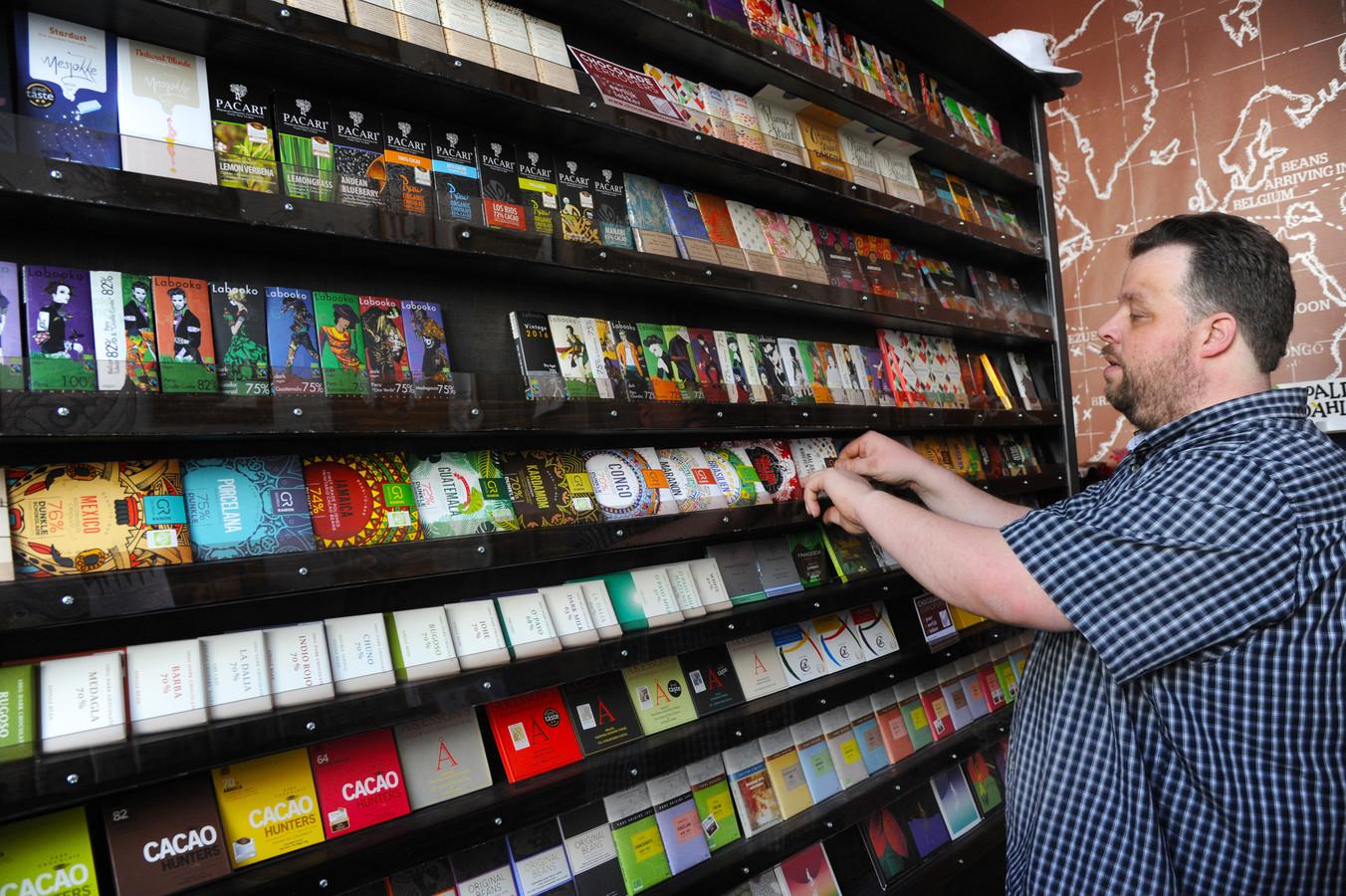 Sjakie's Chocolademuseum in Middelburg gaat ook de selectie bijzondere chocoladerepen uitbreiden, zegt Richard Jansen. ,,Van 435 nu naar ruim 500 aan het einde van het jaar.''