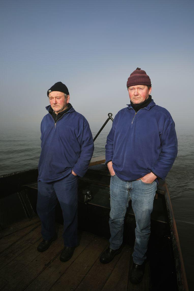 De vissers Jan (links) en Joop de Vries uit Laaksum. Beeld Jan-Dirk van der Burg