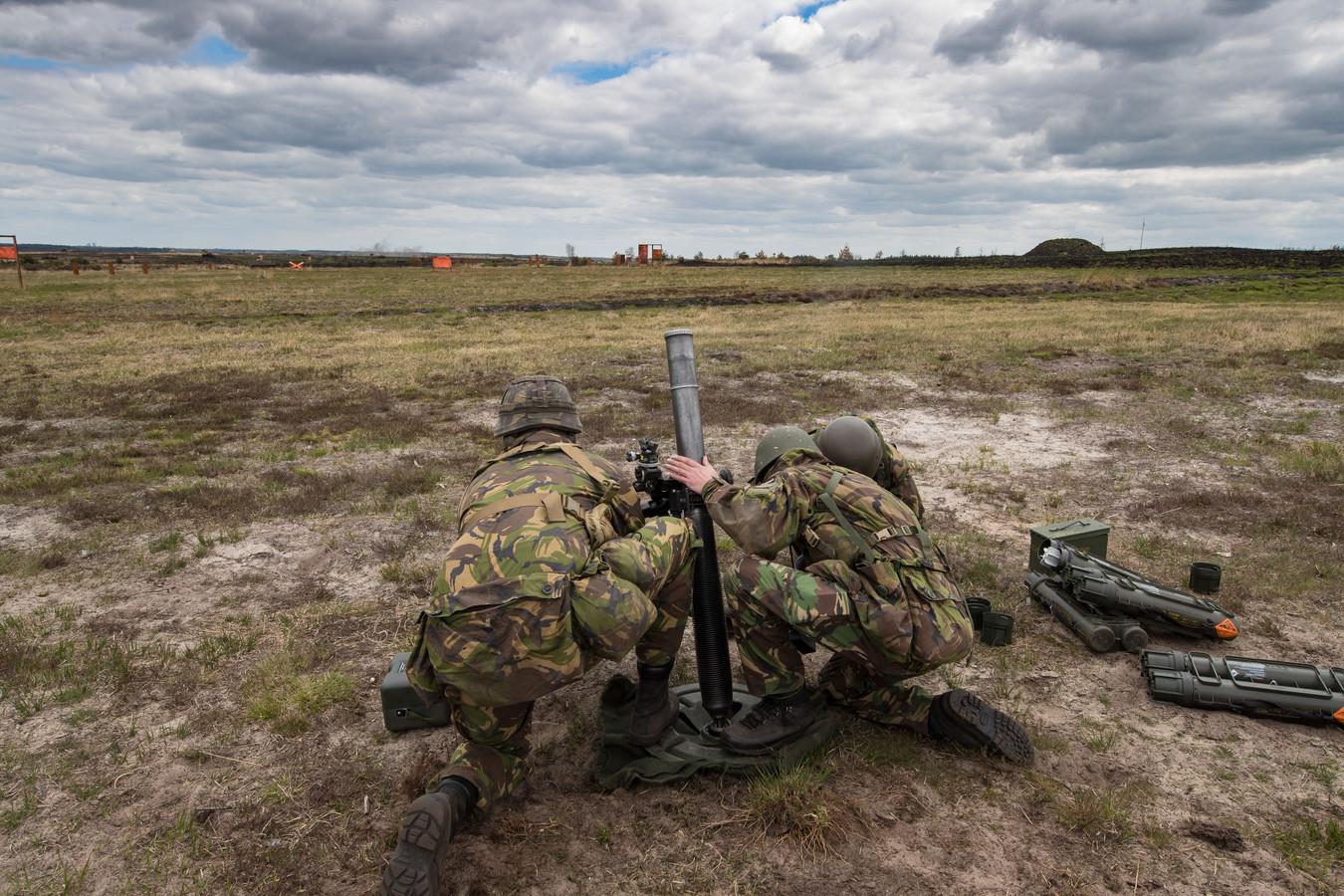 Op het Artillerie Schietkamp bij 't Harde worden regelmatig schietoefeningen met mortieren gehouden. Maar ook andere wapens komen aan bod.