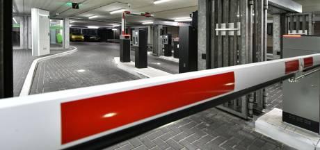Slagbomen moeten gemeentelijke parkeergarage in Hengelo 'klantvriendelijker maken'