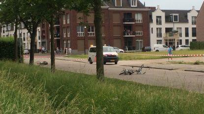 """Nederlandse fietser (18) vecht voor leven na dollemansrit automobiliste: """"Hij werd gewoon meegesleurd"""""""