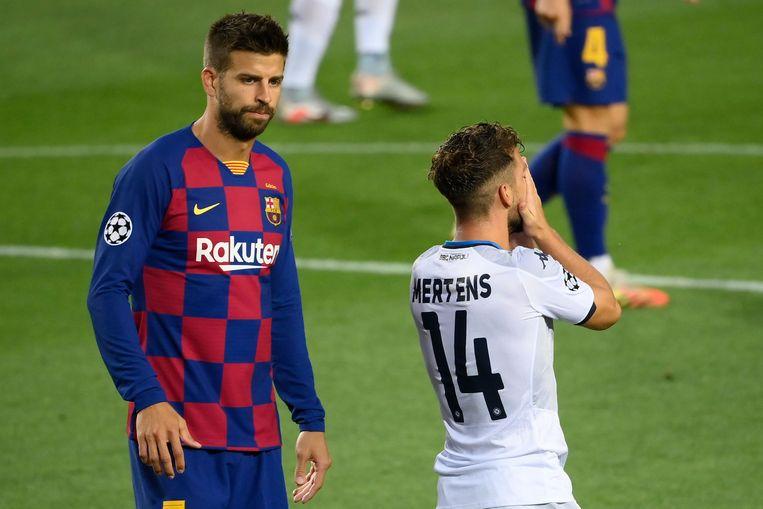 Mertens ontgoocheld na de gemiste kans, Piqué en Barça komen met de schrik vrij.