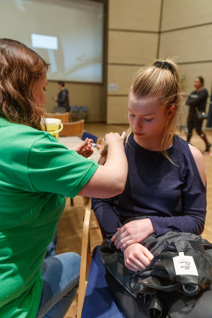 Zevenbergen - 8-4-2019 - Foto: Pix4Profs/Marcel Otterspeer - De vaccinatiecampagne Meningokokken/HPV startte in april in de gemeente Moerdijk.