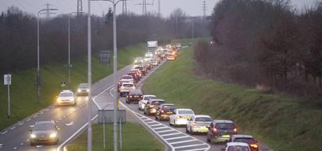 Verkeersinfarct in Deventer na ongeluk op N348