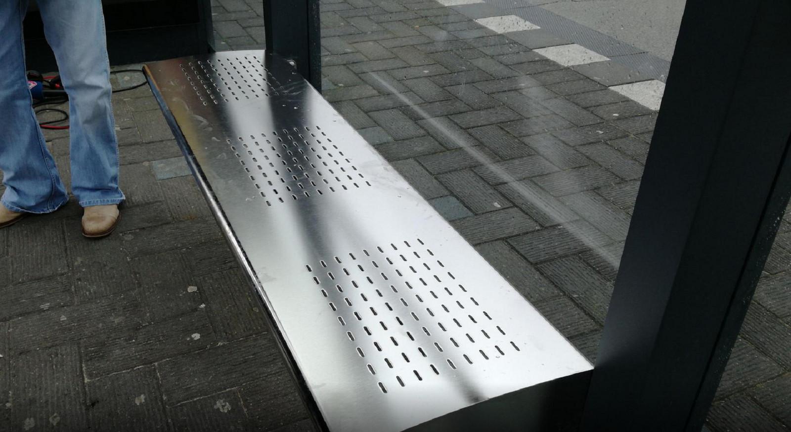 Vervanging bushaltebankjes moet veel sneller | Foto | AD.nl