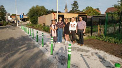 Veiliger naar school dankzij groene paaltjes