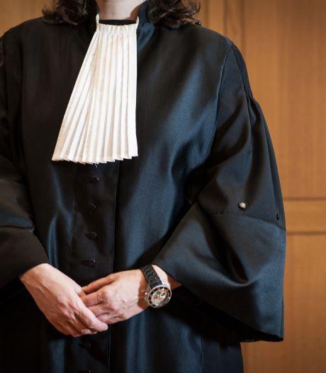 Oplichter geeft zich uit voor naamgenoot die advocaat is: twee jaar celstraf