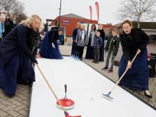 Potje curling bij opening kerstmarkt in Groesbeek