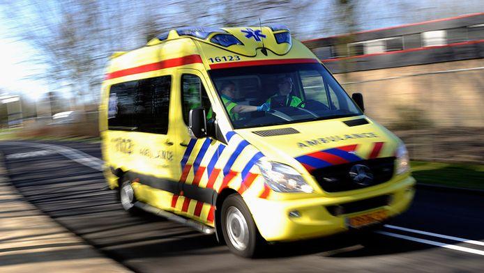 De mannen zijn met brandwonden naar het ziekenhuis gebracht.