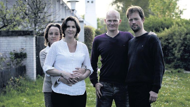 Manon, Lone, Jakob en George zijn twee homoseksuele echtparen die samen een kind verwachten. Beeld Preben Stentoft