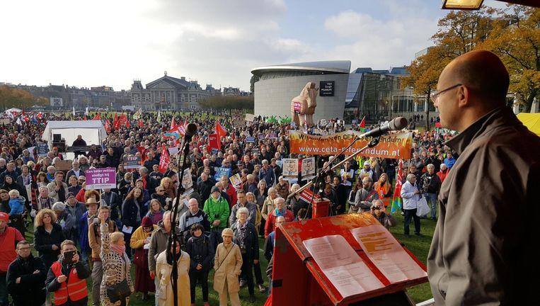 De demonstranten hebben zich verzameld op het Museumplein. Beeld Het Parool