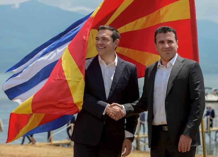De Griekse en de Macedonische premier Tsipras en Zaev. Beeld EPA