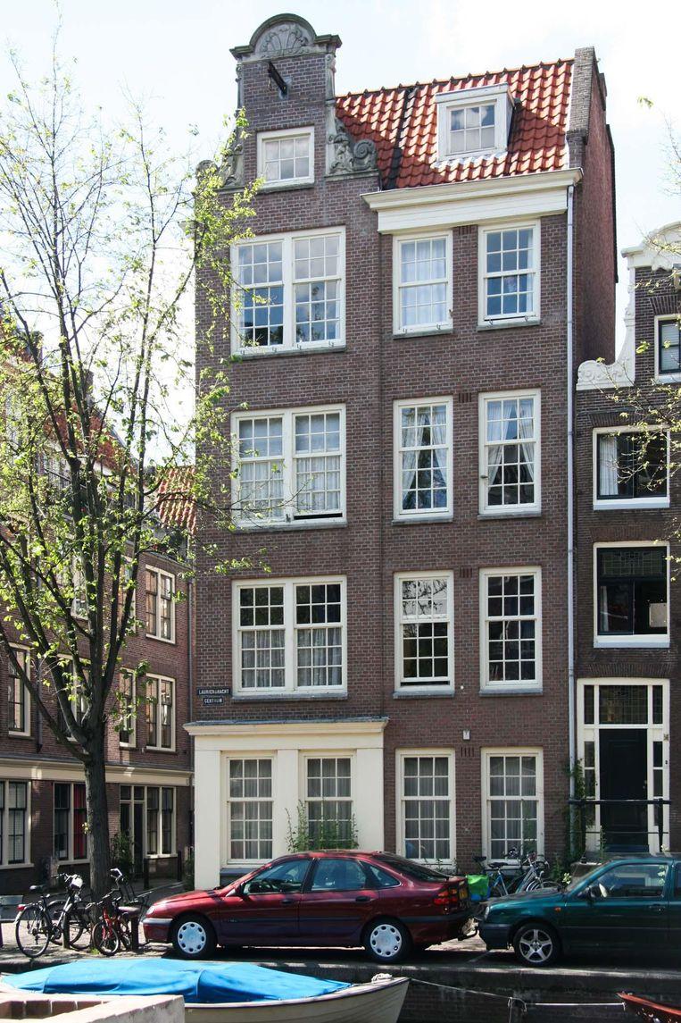 De kenmerken van Van Houtenpanden: relatief hoog uitgerekt, met gelijke verdiepingshoogten en een hergebruikte oude geveltop. Beeld Walther Schoonenberg