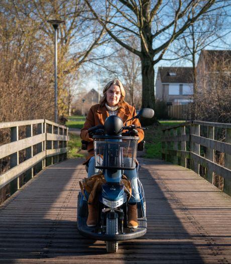 Mensen met beperking in Arnhem komen door taxiregels de deur niet meer uit: 'Wij zitten altíjd in een lockdown'