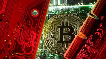 Koersen virtuele munten schieten omhoog: bitcoin wint in amper een uur tijd 900 dollar