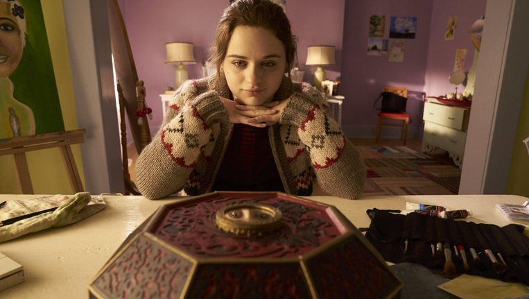 Joey King in Wish Upon. Beeld null